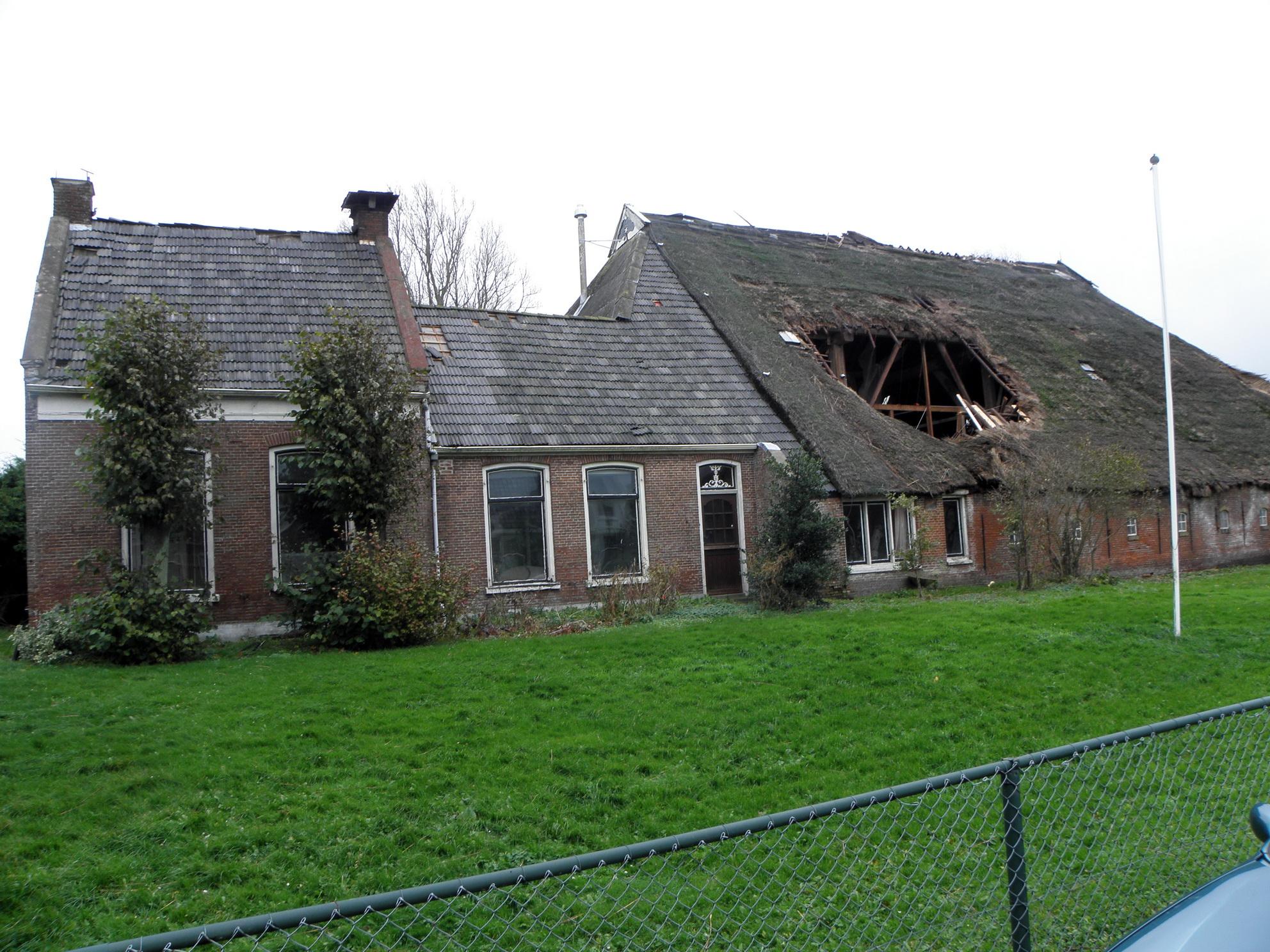 Van statig tot vervallen boerderij stasjonsstrjitte for Vervallen woning te koop