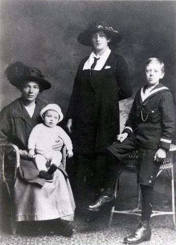 Zusters Miedema en kinderen Zoodsma