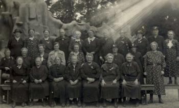 Vrouwen in dierentuin Emmen op de foto