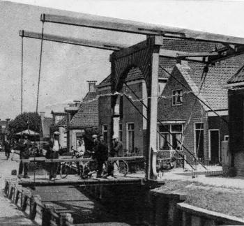 Flapbrug hoek Ferniawei-Meinardswei-Tilledyk