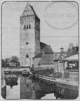 Meinardswei, gezicht op havenkom en toren en kerk
