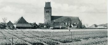 Gezicht op toren en kerk 1940