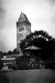 Gezicht op toren en eerste muziektent