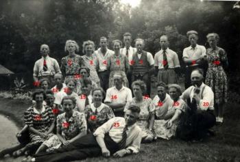 Groep mannen en vrouwen van de Vrijzinnige Gemeente