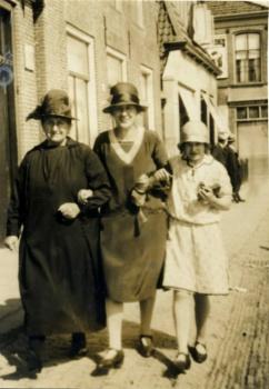 Westerhuis-Groeneveld met dochters