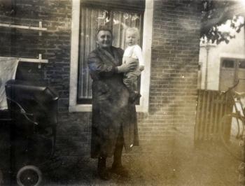 Westerhuis-Groeneveld met kleinzoon