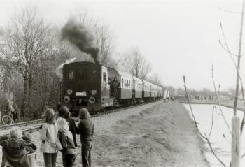 Trein bij Stiens