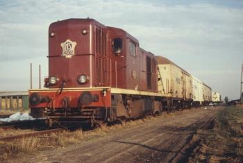 Diesellocomotief bij Holwerd