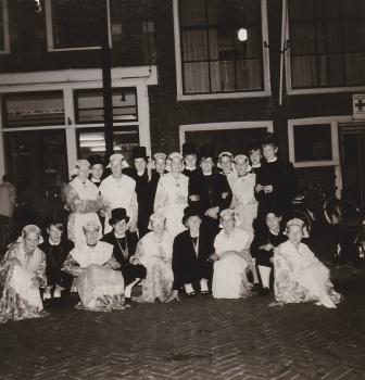 Minnertsgaasters in Fries kostuum