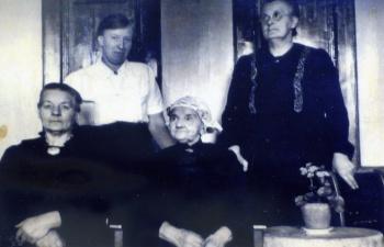 Eeke Vellinga - van Marsum en dochters