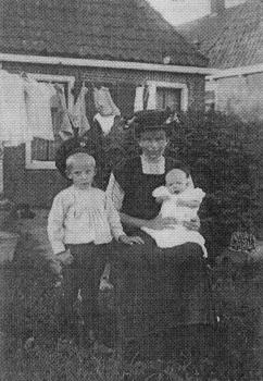 Fetje Jensma-Marra en kinderen