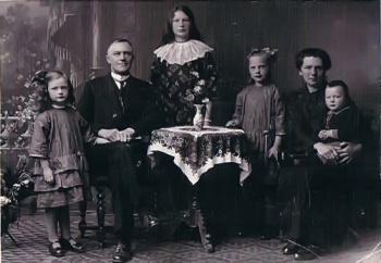 Gezin bakker Berend de Vries en Tjalletje Hannema